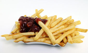 Fastfood-Produkte wie Pomme Frittes aber auch Backwaren können künstliche Transfettsäuren enthalten.