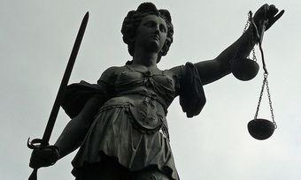 Vor dem Amtsgericht Augsburg geht es um den Vorwurf der sexuellen Belästigung.