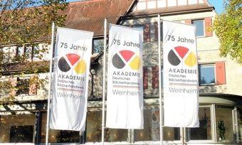 Die Akademie Deutsches Bäckerhandwerk in Weinheim zeigt nicht nur im Jubiläumsjahr Flagge.