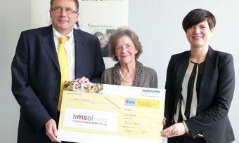 Bei der Scheckübergabe (von links): Ralph-Ingo Stein von Vandemoortele Deutschland, Ursula Späth und Sonja Bruning-Mescher von Vandemoortele.