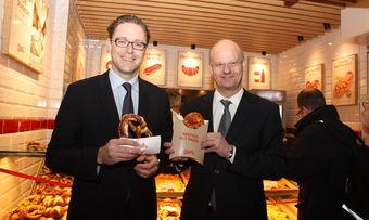 Geschäftsführer Thomas Eisele (links) und Vertriebsleiter Andreas Klensch eröffnen die 200. Ditsch-Filiale in Berlin.