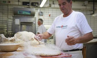 Zu Beumer & Lutums Sortiment gehören Brot, Klein- und Feingebäck sowie Kuchen.