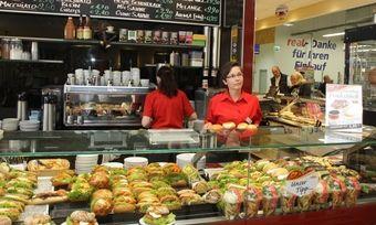 An der Ladentheke kommen Infos bei Kunden gut an.