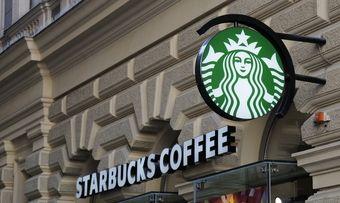 Der US-Coffeeshop-Betreiber Starbucks konzentriert sich wieder verstärkt auf den Kaffee.