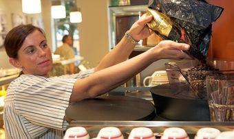 Mit Kaffee und Feinen Backwaren können Bäcker gutes Geld verdienen.