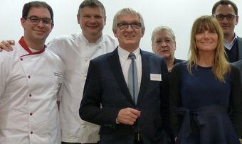 Bei einer Veranstaltung in Weinheim steht Günther Behringer noch in erster Reihe (Mitte).