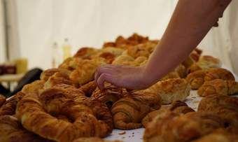 Bäcker steuern Backwaren zum Brunch bei.
