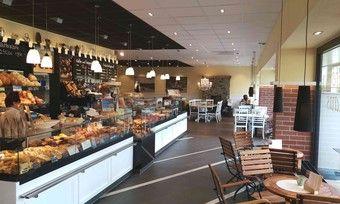 Großzügig gestalteter Laden- und Cafébereich im Café-Haus Veit in Stuttgart-Bad Cannstatt.