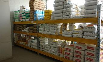 Betrügerische Geschäftemacher schicken Kleinbetrieben ein Angebot zur Inspektion ihrer Lagerregale.