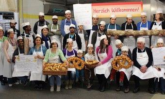 Rund 30 Flüchtlingen durften sich in der Bäckerei Hesse umsehen und sich informieren.