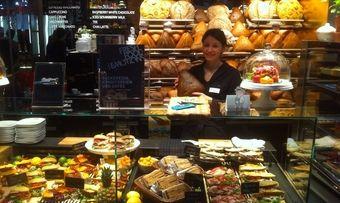 Backwaren sowie Snacks - auch in Form von belegten Broten - stehen bei Gastro-Anbietern aus allen Bereichen hoch im Kurs, wie hier bei Aichinger zu sehen ist.