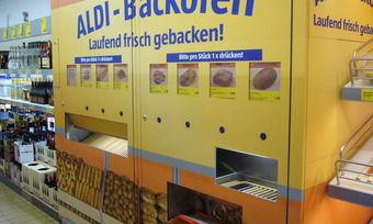 Aldi-Süd will in Zukunft auf Backautomaten verzichten. Stattdessen soll ein Thekensystem zur Selbstbedienung eingeführt werden.