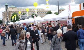 Auf dem Stuttgarter Brotmarkt herrscht großer Andrang.