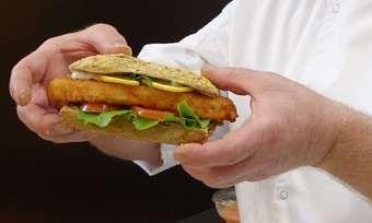 Mit Fisch-Snacks das Geschäft beleben: Auch für Bäcker dürfte der Trend zu Fisch, Algen und Co. interessant sein.