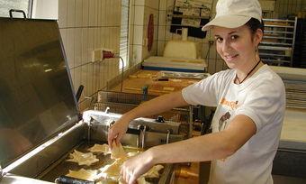 Sofia Gambalonga ist bereits Auszubildende über das Förderprogramm MobiPor-EU und arbeitet aktuell in der Bäckerei Gerber.