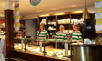 Die K&U-Bäckerei setzt verstärkt auf gute Ausbildungskonzepte. So hat sich auch die Azubi-Filiale etabliert.