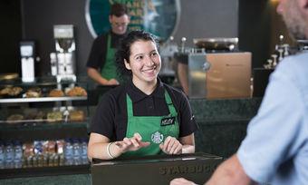 Das neue Express-Format mit vorgeschaltetem Bestellterminal von Starbucks für Pendler.