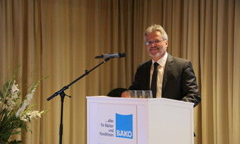 """Norbert Hupe, Vorsitzender der Bäko-Zentrale Nord, lobte auf der Generalversammlung die """"gebündelte Kraft"""" der Mitarbeiter."""