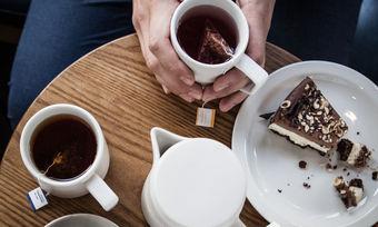 Ein breites Teeangebot soll auch die Nichtkaffeetrinker in die Shops von Starbucks ziehen.