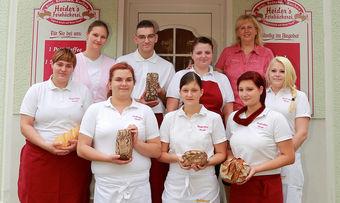 Die Feinbäckerei Heider aus Niederlehme, geführt von Bäckermeisterin Gabriele Heider (oben rechts), hat den Brandenburgischen Ausbildungspreis erhalten.