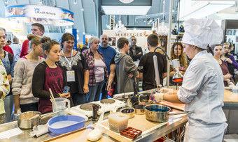 In den Trend-Foren der Bäcker und Konditoren können Azubis sich bei Live-Vorführungen so einiges abschauen.
