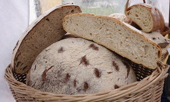 """Symbolfoto: Für jeden verkauften Laib """"Charity-Vital-Brot"""" spendet die Bäckerei Reker 50 Cent an den Verein für Körper- und mehrfachbehinderte Menschen."""