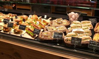 Kreative und attraktiv präsentierte Snackkonzepte kommen bei den Kunden an.