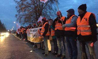 Mitarbeiter der Nachtschicht haben zur Bekräftigung ihrer Forderung gestreikt.