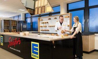 Bei den Backshops können nach dem Einkauf noch schnell Brot und Brötchen gekauft werden.