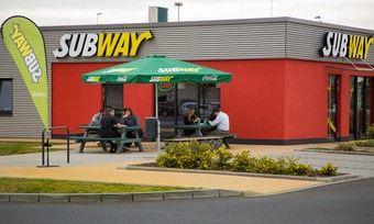 Nach dem Tanken noch schnell ein Sandwich essen? Das sollen Kunden künftig bei Shell und Subway.