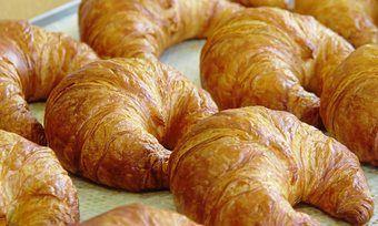 Bei Croissants und Backwaren mit hohem Butteranteil macht sich der Rekordpreis bemerkbar.
