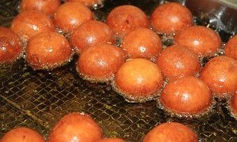 Siedegebäcke wie Quarkbällchen können transfettsäurearm gebacken und genossen werden.
