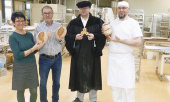 Kollegen aus Thüringen bei der Präsentation von Luther-Produkten.