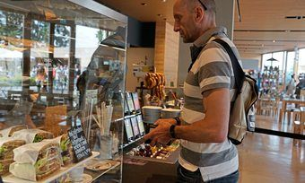 Bei dem Pick-up Abholservice von Lieferando kann der Kunde sein Essen selbst abholen.