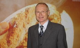 Johannes Schultheiß erhält das Bundesverdienstkreuz.