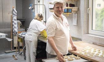 Ihm ist das Lächeln vergangen: Roland Ermer verliert gegen den AfD-Kandidaten.