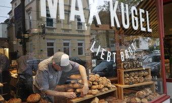 Werbung in eigener Sache: Das Schaufenster von Max Kugels Brotladen in Bonn.