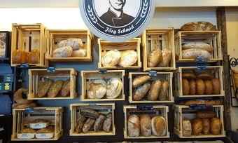 Im Brotsommelier-Laden: Qualitätsbrote effektiv inszeniert.