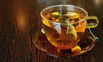 Das beliebte Aufgussgetränk Tee kann heiß und kalt getrunken werden.