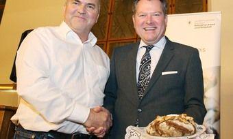Bäckermeister Ludwig Neulinger (li.) mit Münchens Bürgermeister Josef Schmid.