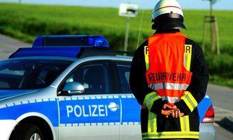 Polizei und Feuerwehr waren beim Feuer in Elsdorf vor Ort.