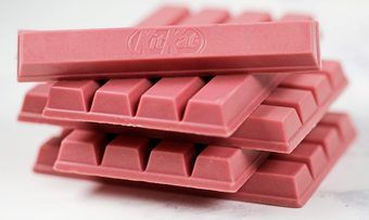 Rosa und fruchtig: Die Innovation Riegel mit Ruby-Schokolade kommt für ganz Europa aus Hamburg.