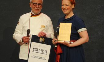 ZV-Präsident Michael Wippler mit der neuen Brotbotschafterin Enie van de Meiklokjes.