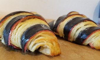 """Danny Wittig: """"Croissant tricolor"""" in den Farben der deutschen Nationalmannschaft."""
