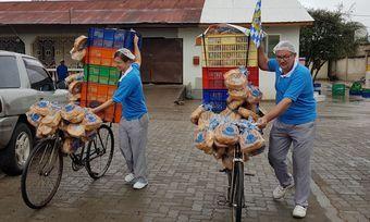 Nach dem Backen müssen die Schwaben ausliefern - in Afrika per Fahrrad.