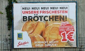 Großflächige Plakatwerbung für die Brötchen von Schäfer's - gesehen in der Kreisstadt Luckenwalde in Brandenburg.