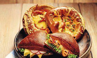 Laugengebäck dient als Basis für innovative Snack-Ideen.