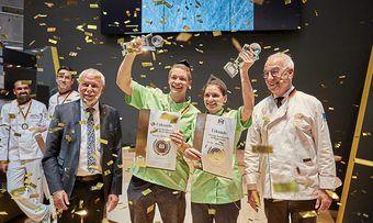 Das Gewinnerteam Patrick und Nicole Mittmann mit ZV-Präsident Michael Wippler (links) und Vizepräsident Wolfgang Schäfer.