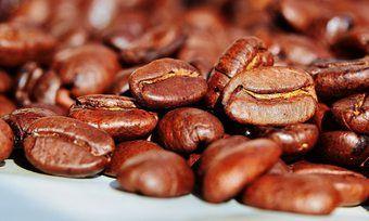 Gute Kaffee-Ernten sorgen für sinkende Preise - auch im LEH.