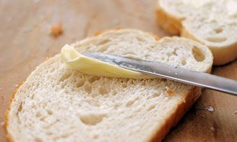 Bei der Margarineherstellung können Transfette entstehen.